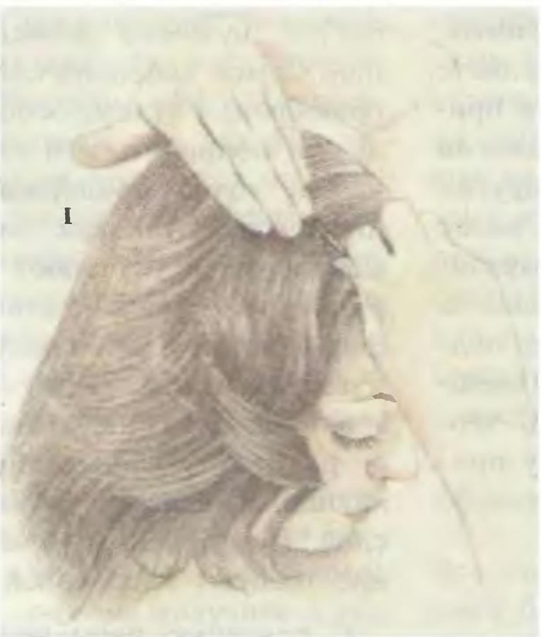 1. Перенесите волосы на правую сторону