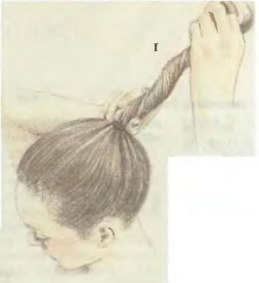 1. Собрать волосы в пучок
