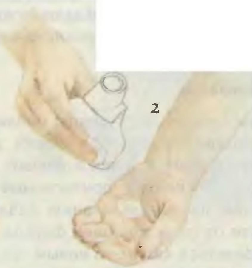 2. Намочить и нанести шампунь
