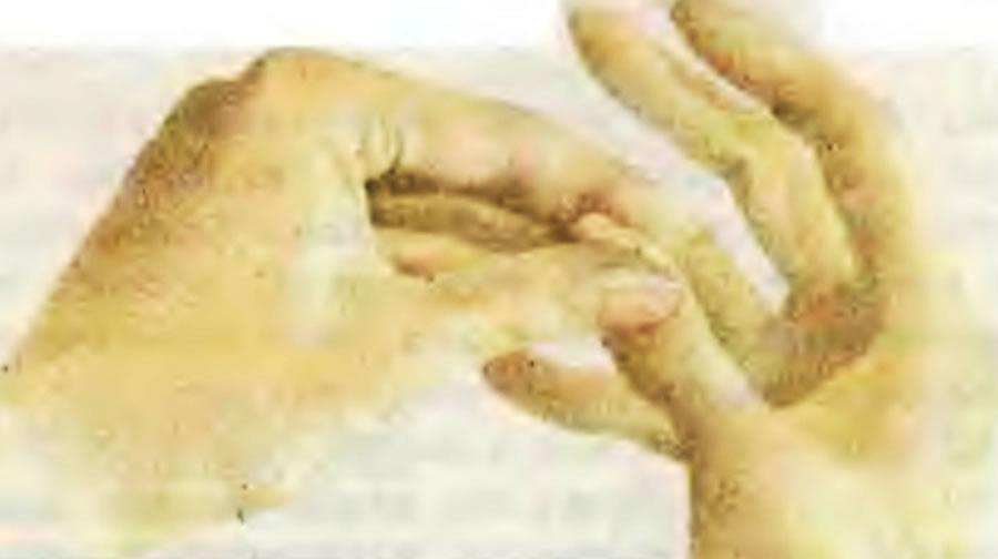 2. Размягчите кутикулу вокруг ногтя
