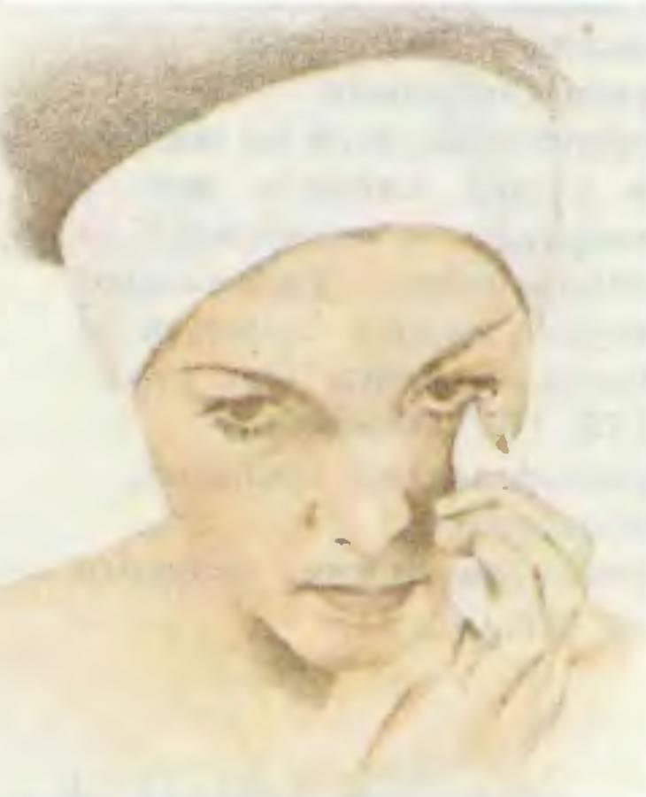 3. Очищение кожи вокруг глаз