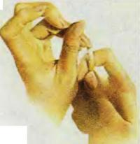 5. Очистите грязь под ногтями