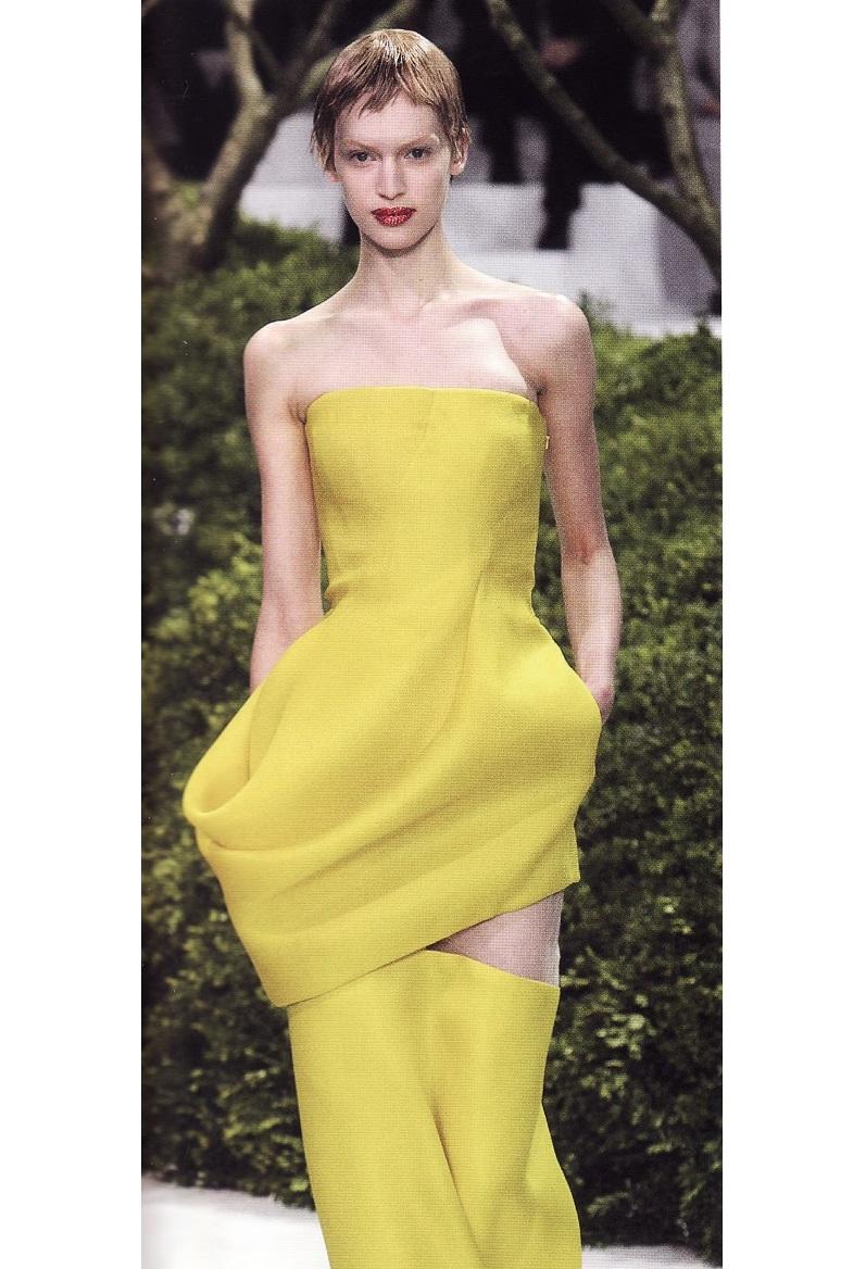 Асиметричное платье от Рафа Симонса (2013)