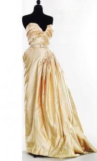 Ассиметричное платье - модный феномен XX века