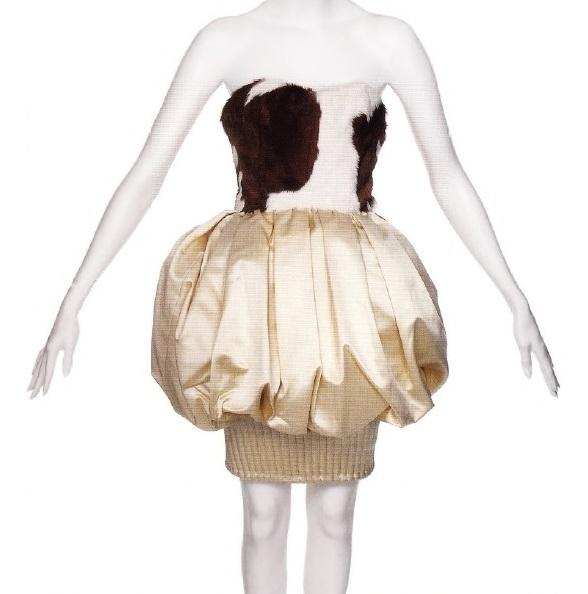 Атласная юбка в сочатании с меховым лифом (Лакруа, 1987)