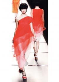 Цветовые блоки разной насыщенности а платье Fendi (весна-лето 2014)