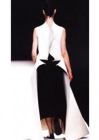 Длиное платье-передник из фетра  (дизайнер Йоджи Ямамото)