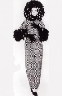 Головокружительно-длинное платье-футляр от Роберто Капуччи