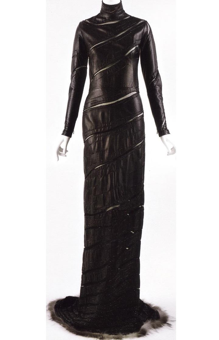 Готичное платье с меховой отделкой (Донателла Версаче, 1999)