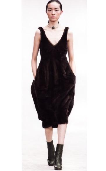 Коктейльное платье из меха (Феб Фило, осень/зима 2013-14)