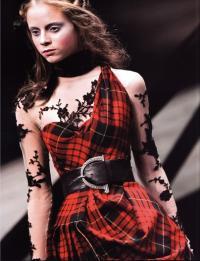 Коллекция «Вдова Каллодена» (модельер А.Маккуин, осень-зима 2006/07)