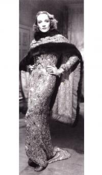 Марлен Дитрих в фильме «Ангел» (1937, костюмер Трэвис Бентон)