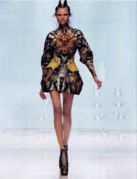 Модель из коллекции Маккуина (весна-лето 2010)