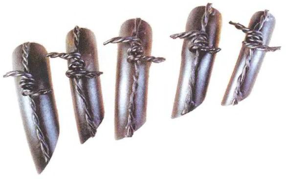 Ногти со скрученной проволокой