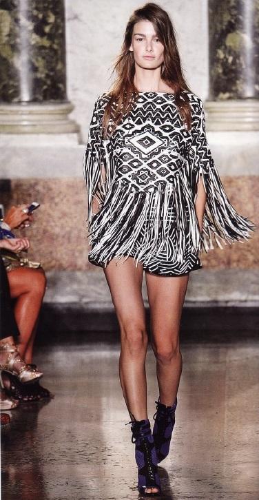 Отделка в стиле масаи на платье Emilio Pucci (весна-лето 2014)