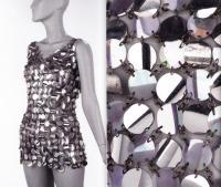 Платье-кольчуга: единство женственности с брутальностью