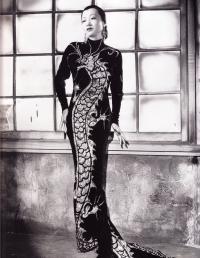 Платье-ципао с вышитым золотым драконом (1934)