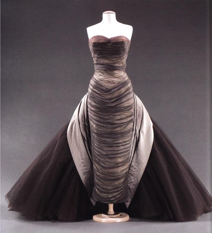 Платье-футляр из шелкового шифона (кутюрье Ч. Джеймс)