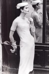 Платье-футляр из шерстяного букле (дизайнер Живанши)