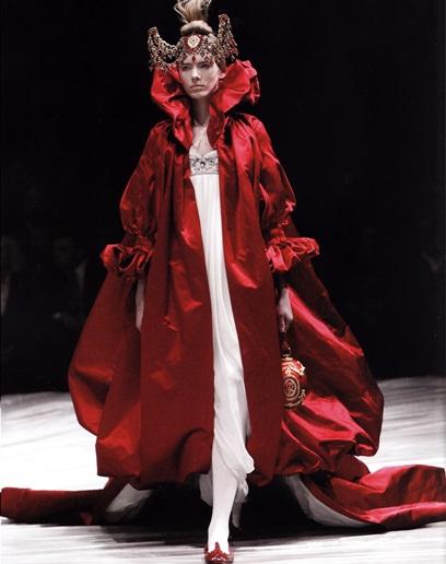 Платье из коллекции А. Маккуина «Девушка, живущая на дереве» (2008-2009)
