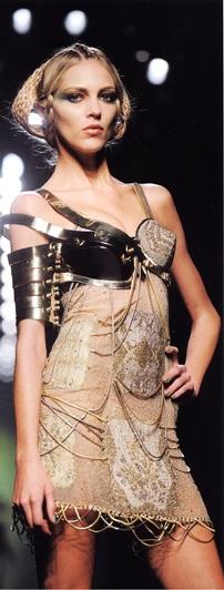 Платье из стального кружева (от-кутюр, Готье, 2010)