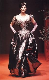 Платье-корсет из коллекции К. Лакруа 1996 года
