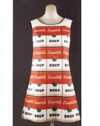 Платье по мотивам картины Э. Уорхола «Банки супа Кэмпбелл» (1966)
