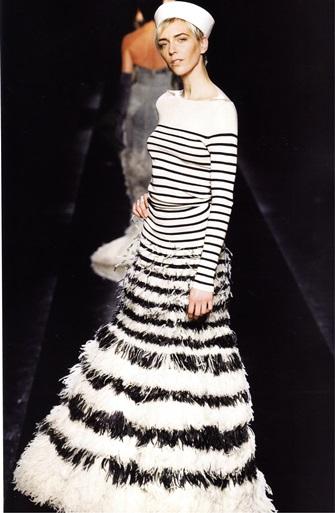 Платье по мотивам тельняшки (модельер Ж.-П. Готье)