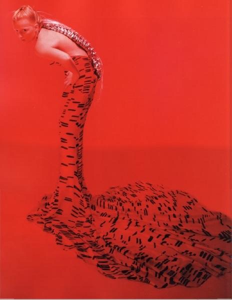 Платье «Позвоночник» (модельер Хелен Стори)