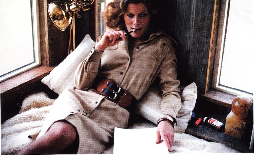 Платье-рубашка с модными деталями своего времени (модельер Пэт Эшли)