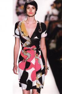 Платье с изменяющейся глубиной выреза (дизайнер Дианой фон Фюрстенберг)