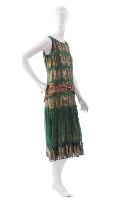 Платье-сорочка со свободным поясом (П. Пуаре, 1924г.)