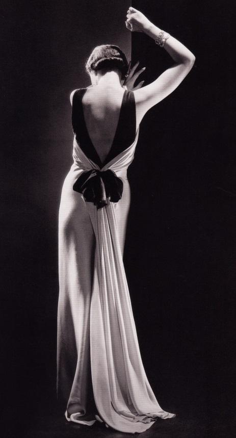 Платье-воплощение театральности и блеска 1930-х гг