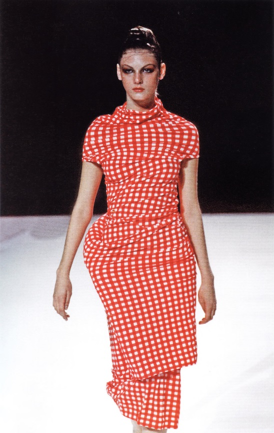 Полуфантастическое платье от Рей Кавакубо (весна-лето 1997)