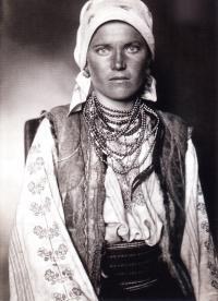 Портрет девушки с юго-запада Украины (фотограф Август Шерман)