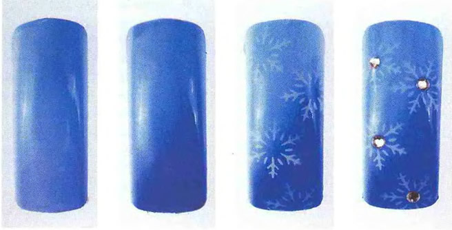 Снежинки и стразы на голубом фоне