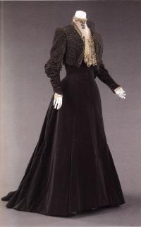 Старинное платье из шёлкового бархата (1889г)