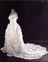 Свадебное платье невесты майора Клода Хенсингера (времена Второй мировой войны)