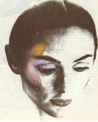 Темный вариант макияжа
