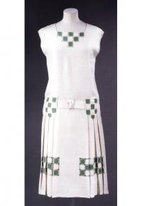Теннисное платье из белого и зелёного льна