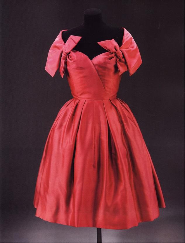 Типичное коктейльное платье 50-х годов