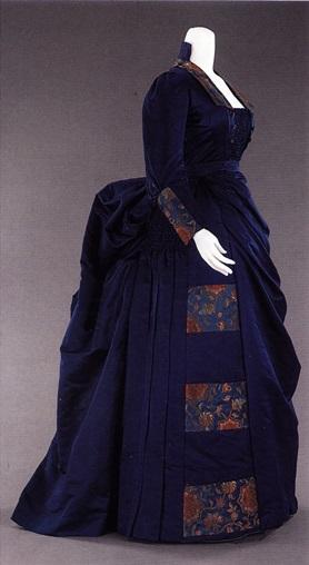 Типичное модное платье 1885-1888 гг.