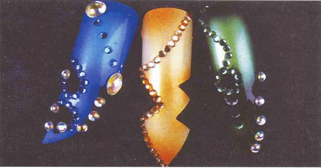 Типсы с синими / золотыми / зелеными вырезанными формами