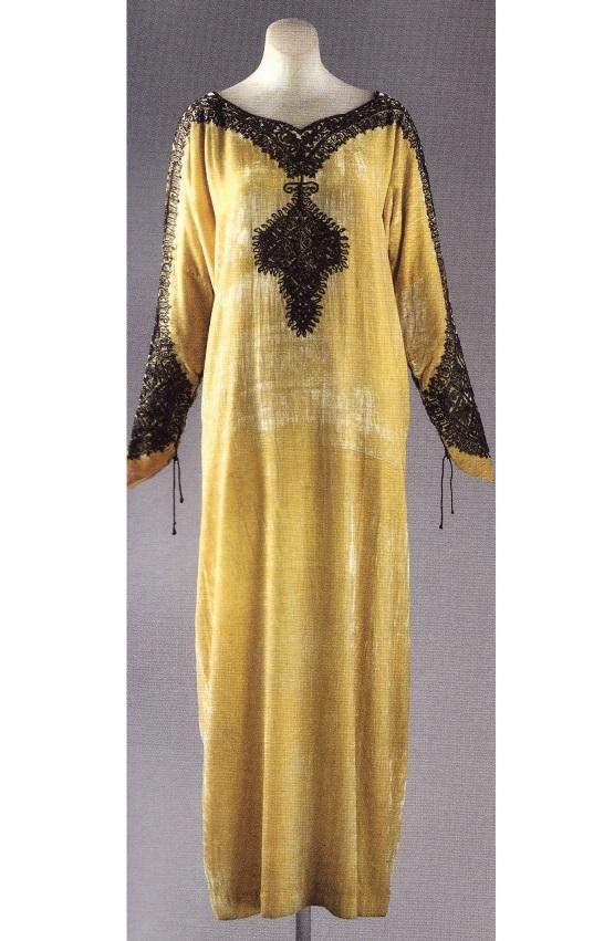 Вечернее платье по мотивам североафриканской вышитой рубахи (1925)