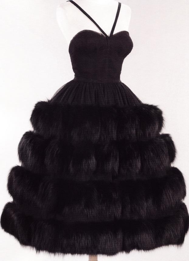 Вечернее платье с отделкой из черно-бурой лисы (Норелл, 1958)