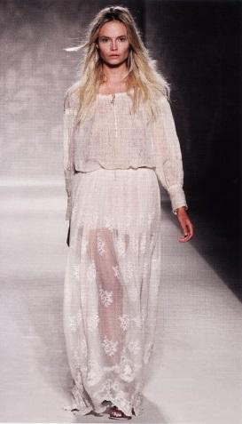 Вышитое прозрачное платье дизайнера А. Ферретти