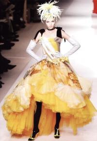 Ж.-П. Готье подражает балетной танцовщице Э.Дега